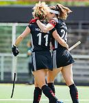 AMSTELVEEN  -  Maria Verschoor (A'dam) met Eva de Goede (A'dam) na een goal.  . Hoofdklasse hockey dames ,competitie, dames, Amsterdam-Groningen (9-0) .     COPYRIGHT KOEN SUYK