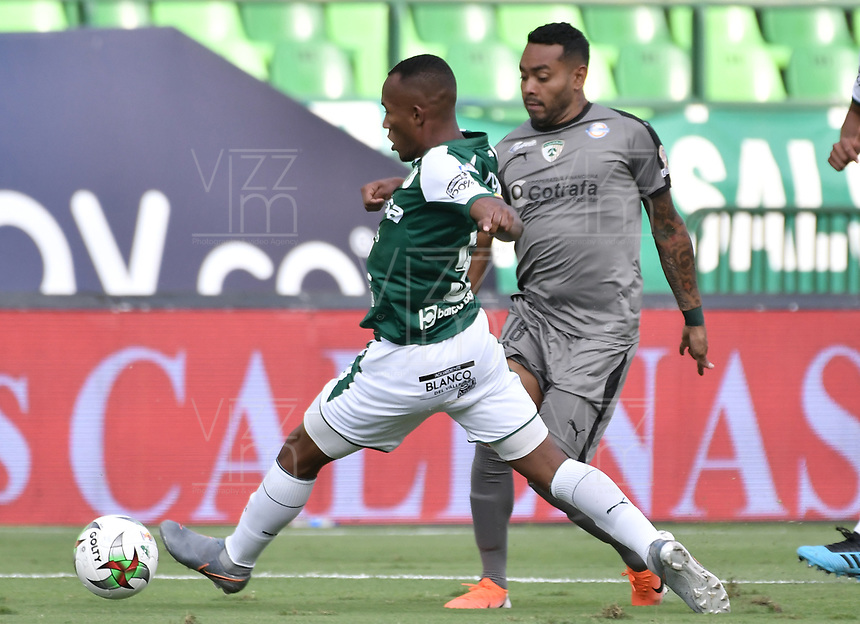 PALMIRA - COLOMBIA, 03-08-2019: Andres Balanta del Cali disputa el balón con Armando Vargas de Equidad durante partido entre Deportivo Cali y La Equidad por la fecha 4 de la Liga Águila II 2019 jugado en el estadio Deportivo Cali de la ciudad de Palmira. / Andres Balanta of Cali vies for the ball with Armando Vargas of Equidad during match between Deportivo Cali and La Equidad for the date 4 as part Aguila League II 2019 played at Deportivo Cali stadium in Palmira city. Photo: VizzorImage / Gabriel Aponte / Staff