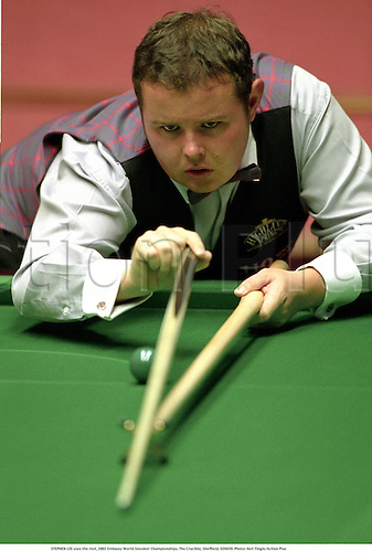 STEPHEN LEE uses the rest, 2002 Embassy World Snooker Championships, The Crucible, Sheffield, 020429. Photo: Neil Tingle/Action Plus...2002.ball