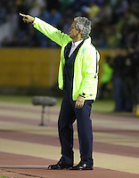 QUITO - ECUADOR - 20-07-2016: Reinaldo Rueda, técnico  de Atletico Nacional de Colombia, durante partido de ida por la final, entre Independiente Del Valle y Atletico Nacional por la Copa Bridgestone Libertadores 2016 en el Estadio Atahualpa, de la ciudad de Quito. / Reinaldo Rueda, técnico  of Atletico Nacional of Colombia, during a match for the first leg for the final between Independiente Del Valle and Atletico Nacional for the Bridgestone Libertadores Cup 2016, in the Atahualpa Stadium, in Quito city. Photo: VizzorImage / ACGPhoto / Cont.