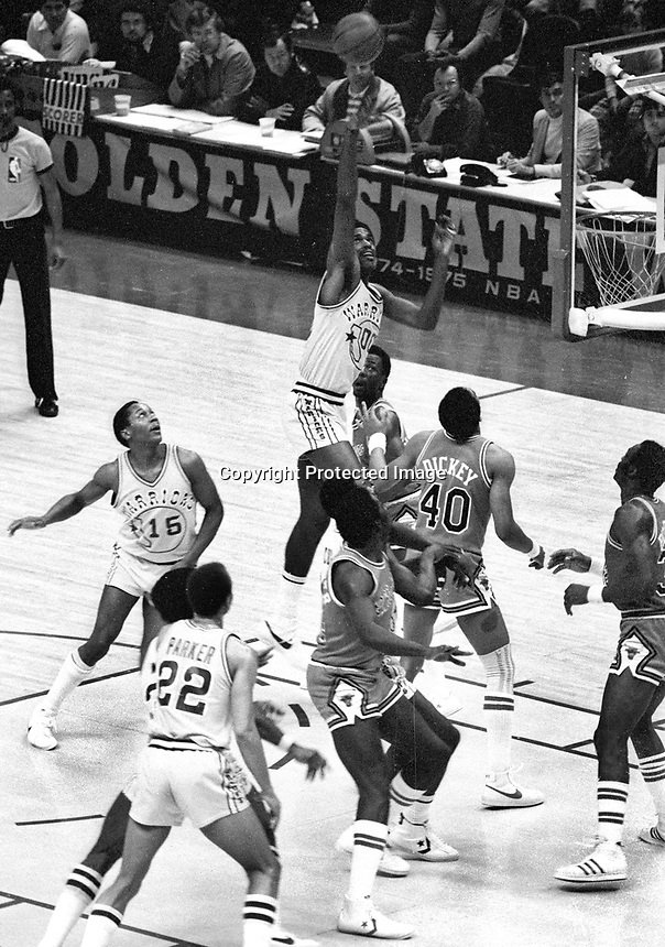 Warriors Robert Parrish up for shot against the Chicago Bulls...(1978 Photo/Ron Riesterer)