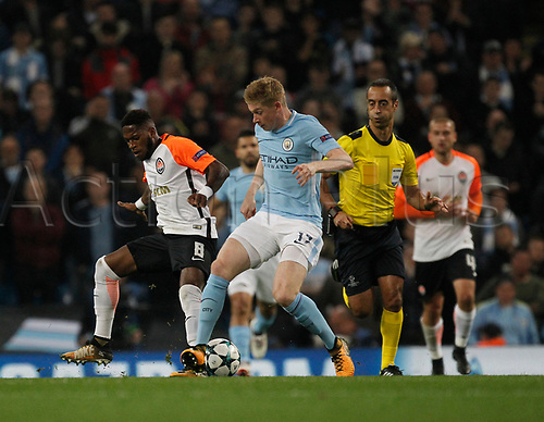 26th September 2017, Etihad Stadium, Manchester, England; UEFA Champions League football, Manchester City versus Shakhtar Donetsk; Kevin De Bruyne of Manchester City holds off the challenge of Fred of FC Shakhtar Donetsk