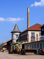 Grubenbahn vor Schmiede, Kraftzentrale und Museumshäusern, Rammelsberg, Museum und Besucherbergwerk, Goslar, Niedersachsen, Deutschland, Europa, UNESCO-Weltkulturerbe<br /> mine train, smithery and powerhouse, Rammelsberg - Museum and show mine, Goslar, Lower Saxony,, Germany, Europe, UNESCO Heritage Site