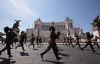 La fanfara dei Bersaglieri a passo di corsa davanti all'Altare della Patria a chiusura della parata militare per la Festa della Repubblica, a Roma, 2 giugno 2015.<br /> Italian Army's Bersaglieri corps run past the Unknown Soldier monument to close the military parade on the occasion of the Republic Day in Rome, 2 June 2015.<br /> UPDATE IMAGES PRESS/Riccardo De Luca