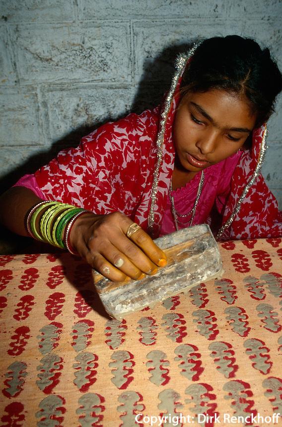 Bedrucken von Stoffen, Sarwas bei Jodhpur (Rajasthan), Indien