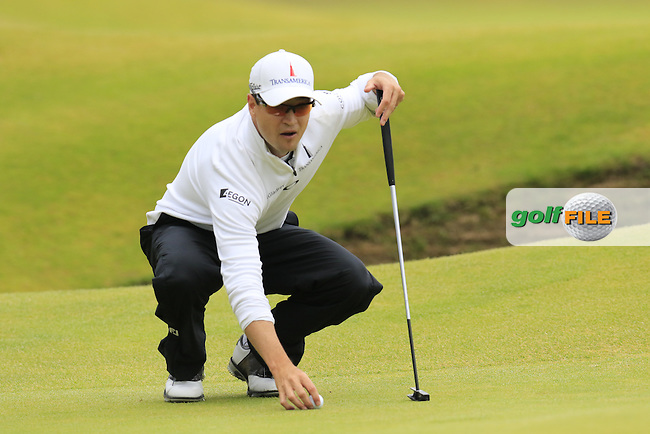 Zach JOHNSON (USA) lines up his ball on the 16th green during Monday's Final Round of the 144th Open Championship, St Andrews Old Course, St Andrews, Fife, Scotland. 20/07/2015.<br /> Picture Eoin Clarke, www.golffile.ie