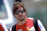 SAO PAULO, SP, 22.11.2013 - F1 - GP BRASIL - TREINOS LIVRE - <br /> O piloto espanhol Fernando Alonso da Ferrari chega para primeira sessão de treinos livres para o Grande Prêmio do Brasil de Fórmula 1, no Autódromo de Interlagos, na zona sul de São Paulo, nesta sexta-feira (22).  (FOTO: LUCKAS GORYS / BRAZIL PHOTO PRESS).