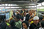 Passageiros no vagão do metrô São Paulo. 2008. Foto de Juca Martins.