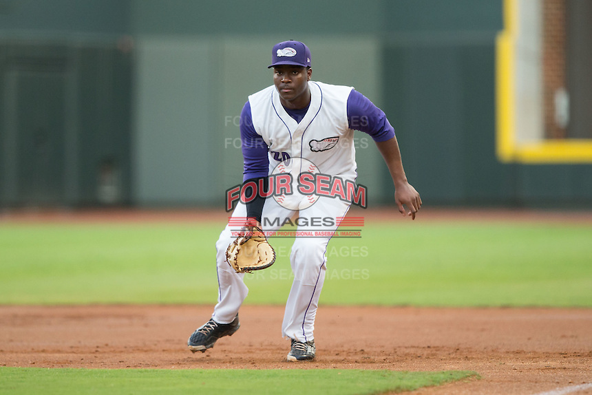 Winston-Salem Dash first baseman Keon Barnum (20) on defense against the Myrtle Beach Pelicans at BB&T Ballpark on August 20, 2015 in Winston-Salem, North Carolina.  The Dash defeated the Pelicans 5-4 on a walk-off wild pitch in the bottom of the 9th inning.  (Brian Westerholt/Four Seam Images)