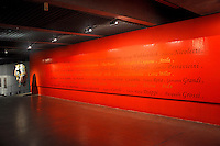 SAO PAULO, SP, 15 DE MAIO 2012 – MUBE (Museu Brasileiro de Escultura) presta homenagem ao maior compositor italiano Giuseppe Verdi com opera no telao e exposição de peças originais do vestuario utilizadas em concertos. Entrada gratuita. (FOTO: THAIS RIBEIRO / BRAZIL PHOTO PRESS).
