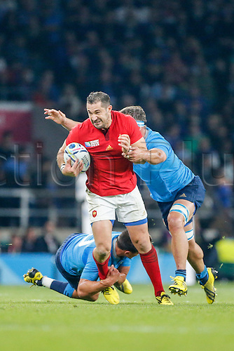 19.09.2015. Twickenham, London, England. Rugby World Cup. France versus Italy.  Scott Spedding of France is tackled by Simone Favaro (top) and Tommaso Allan of Italy.   Final score: France 32-10 Italy.
