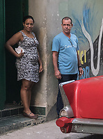 A woman who saw the photographer with a man who did not, La Habana Vieja