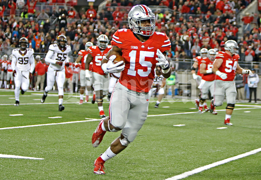 Ohio State Buckeyes running back Ezekiel Elliott runs the ball in for a touchdown in the first half of the game at Ohio Stadium against the Minnesota Golden Gophers on Saturday, November 7, 2015 in Columbus. (Dispatch photo by Leah Klafczynski)