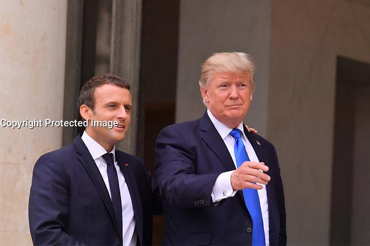 EMMANUEL MACRON RECOIT DONALD TRUMP A L' ELYSEE