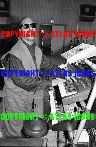 STEVIE WONDER, RECORDING STUDIO, 1984, NEIL ZLOZOWER