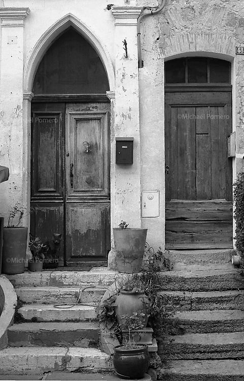 07/04/2013 Biot (Alpes maritimes)<br /> <br /> Porte d'entrée dans le vieux village de Biot.<br /> <br /> Door entrance in the old village of Biot.