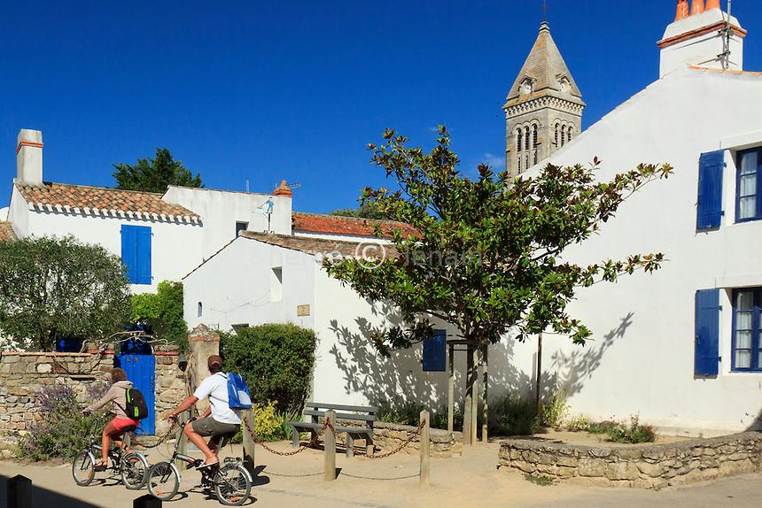France, Vendée (85), île de Noirmoutier, Noirmoutier-en-l'Île, dans le bourg et le clocher de l'église // France, Vendee, Island of Noirmoutier, Noirmoutier en lIle, in the town center