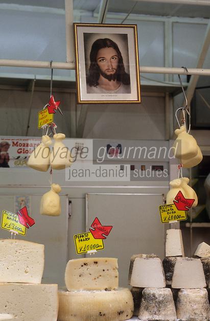 Europe/Italie/Sicile/Catane : Fromager sur le marché