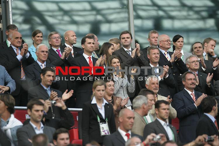 FIFA WM 2006 -  Round of Sixteen - / Achtelfinale<br /> Play    #56  (27-Jun) - Spanien - Frankreich 1:3<br /> <br /> Kronprinz Felipe von Spanien  und seine Gattin Letizia  auf der Tribuene in Hannover zusammen mit MP Christian Wulff<br /> <br /> Foto &copy; nordphoto <br /> <br />  *** Local Caption ***