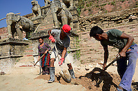 NEPAL Bhaktapur, Durbar Square, kings square, reconstruction of Fasidega temple after earthquake 2015/ Koenigsplatz, Wiederaufbau zerstoerter Fasidega Tempel