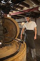 France, Indre et Loire (37), Vallée de la Loire, classée Patrimoine Mondial de l'UNESCO, Amboise: Fondée en 1834, l'huilerie Deballon-Bonnet fait partie du patrimoine Amboisien. Pierre Cuny  produit une huile de noix , et un peu de noisette et torréfiée grâce à une meule de pierre datée de 1783// France, Indre et Loire, Loire Valley, listed as World Heritage by UNESCO, Amboise:  Oil mill Deballon-Bonnet part of the heritage Amboisien. Pierre Cuny produces walnut oil, and a little nutty and roasted with a millstone dated 1783