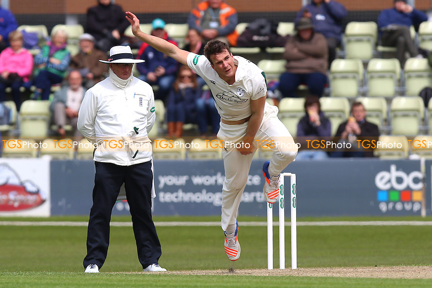 Jack Shantry in bowling action for Worcestershire during Worcestershire CCC vs Essex CCC, Specsavers County Championship Division 2 Cricket at New Road on 1st May 2016