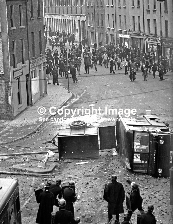 RUC riot police clash with rioters in William Street, Londonderry, N Ireland, UK, during the Battle of the Bogside. 196908140011.<br />