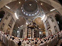 Papa Francesco celebra la Messa del Crisma in occasione del Giovedi' Santo, nella Basilica di San Pietro, Citta' del Vaticano, 13 aprile 2017.<br /> Pope Francis leads the Chrism Mass for Holy Thursday in Saint Peter's Basilica at the Vatican, on April 13, 2017.<br /> UPDATE IMAGES PRESS/Isabella Bonotto<br /> STRICTLY ONLY FOR EDITORIAL USE