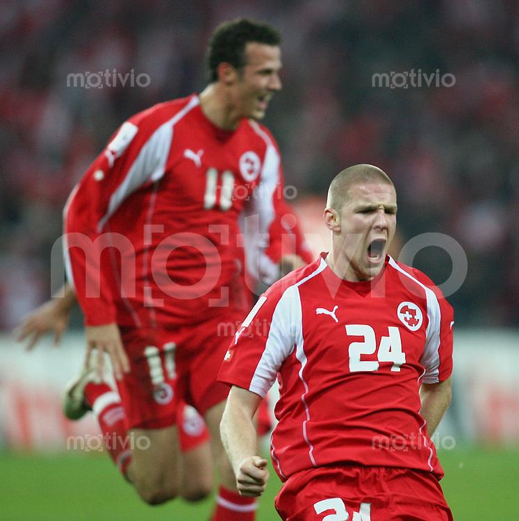 Fussball International WM Qualifikation Schweiz 2-0 Tuerkei JUBEL SUI, Philippe Senderos nach seinem Tor zum 1-0, Marco Streller (hinten)