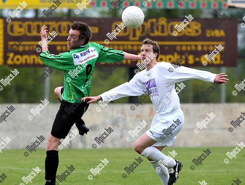 2010-05-13 / Voetbal / seizoen 2009-2010 / Branddonk - Gooreind / Vincent Marien (L, Branddonk) met Jan Luyten..Foto: mpics