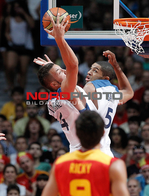 France's Joffrey Lauvergne (l) and Nicolas Batum during friendly match.August 23,2012. Foto © nph / Acero)