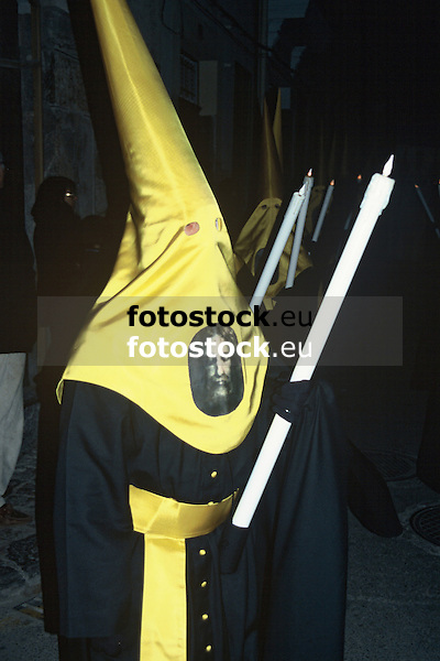 hooded penitent with candle in a street procession at the Holy Week<br /> <br /> Penitente con capucha y bela en una procesión de la Semana Santa<br /> <br /> Büßer mit Kapuze und Kerze in einer Karwochenprozession<br /> <br /> 3360 x 2240 px<br /> Original: 35 mm slide transparency