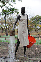 SOUTH SUDAN Rumbek, farmer irrigate vegetable fields by pouring a can in Dinka village Colocok / SUED SUDAN Rumbek , Brunnen und Bewaesserung von Gemuesefelder im Dinka Dorf Colocok