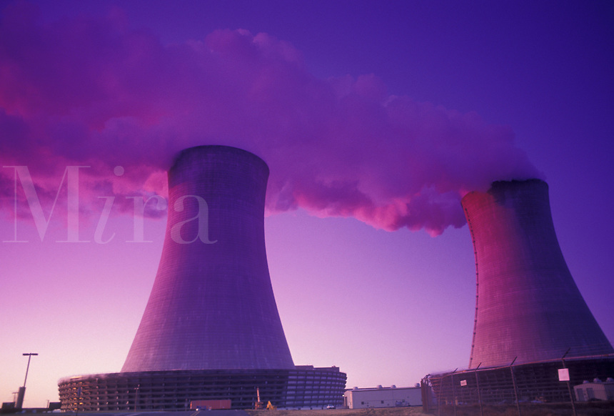 AJ3915, nuclear power plant, Limerick, Pennsylvania, Steam rising from the cooling towers at Philadelphia Electric Company Nuclear Power Generating Station at sunset in Limerick in the state of Pennsylvania.