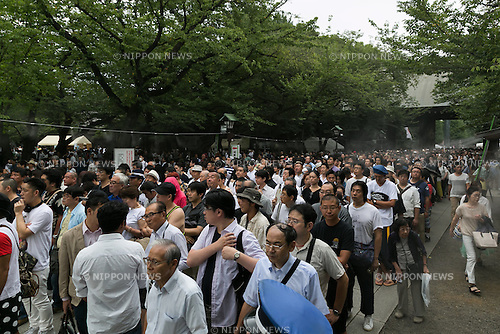 People line up to pay their respects to the war dead at Yasukuni Shrine on the 71st anniversary of Japan's surrender in World War II on August 15, 2016, Tokyo, Japan. Some 70 lawmakers visited the Shrine to pay their respects, but the Prime Minister Shinzo Abe did not visit the controversial symbol and instead sent a ritual offering to a shrine. Yasukuni enshrines the war dead including war criminals and as such visits by Japanese  politicians tend to provoke anger from neighbors China and Korea that suffered from Japan's militarist past. (Photo by Rodrigo Reyes Marin/AFLO)