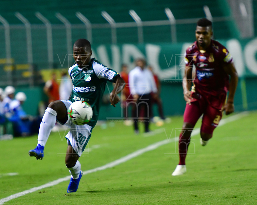 PALMIRA - COLOMBIA, 14-02-2019: Deiber Caicedo del Cali en acción durante partido por la fecha 14 de la Liga Águila I 2019 entre Deportivo Cali y Deportes Tolima jugado en el estadio Deportivo Cali de la ciudad de Palmira. / Deiber Caicedo of Cali in action during match for the date 14 as a part Aguila League I 2019 between Deportivo Cali and Deportes Tolima played at Deportivo Cali stadium in Palmira city.  Photo: VizzorImage/ Nelson Rios / Cont