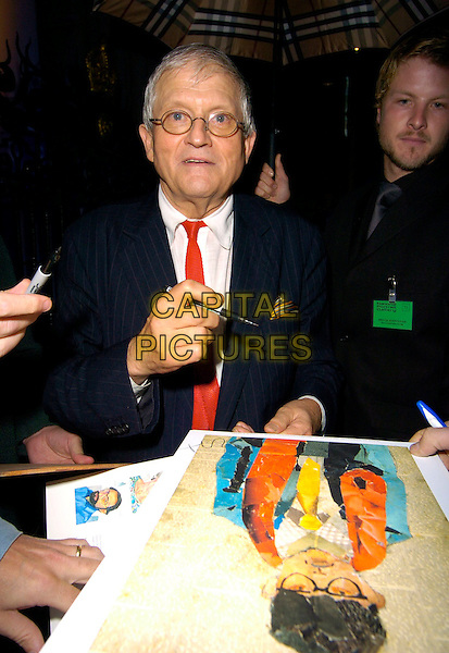 DAVID HOCKNEY.The VIP private viewing of portraits by artist David Hockney at the National Portrait Gallery, London, UK..October 11th, 2006 .Ref: CAN.half length signing autograph.www.capitalpictures.com.sales@capitalpictures.com.©Can Nguyen/Capital Pictures.