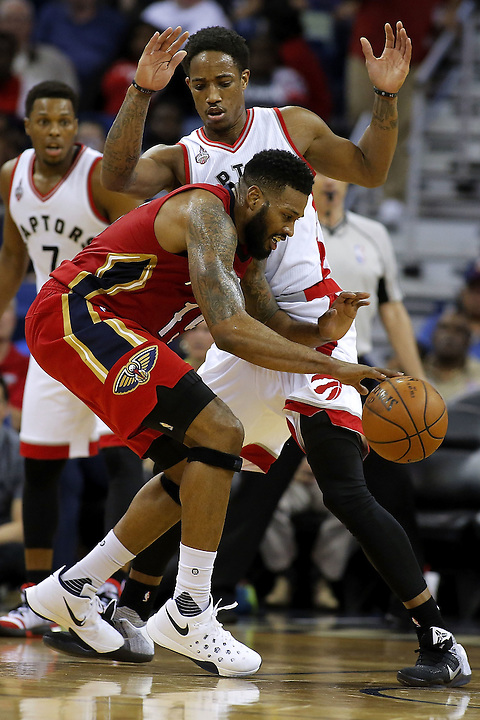 NEW ORLEANS, LA - MARCH 26: Alonzo Gee #15 of the New Orleans Pelicans looses the ball as he drives against DeMar DeRozan #10 of the Toronto Raptors during the second half of a game at the Smoothie King Center on March 26, 2016 in New Orleans, Louisiana. The Raptros won 115-91. NOTE TO USER: User expressly acknowledges and agrees that, by downloading and or using this photograph, User is consenting to the terms and conditions of the Getty Images License Agreement.  (Photo by Jonathan Bachman/Getty Images)