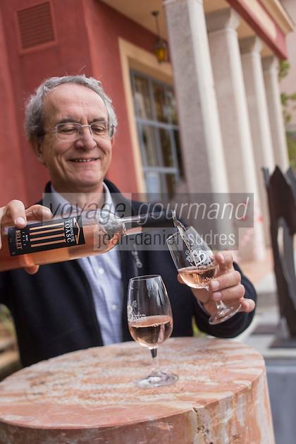 Europe/France/Provence-Alpes-Côte d'Azur/Alpes-Maritimes/Nice: Vignoble de Bellet,  Domaine de Toasc, Dégustation AOP Bellet rosé - Mr Nicoletti // /   Europe, France, Provence-Alpes-Côte d'Azur, Alpes-Maritimes, Nice: Bellet vineyards, Domain Toasc, AOC Bellet rosé tasting - Mr Nicoletti