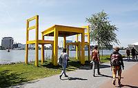 AMSTERDAM 5 mei Tafel aan het IJ. De tafel staat symbool voor de  vrijheidsmaaltijden die jaarlijks georganiseerd worden roind 5 mei