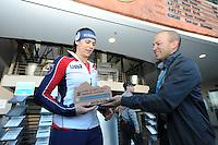 SPEED SKATING: SALT LAKE CITY: 22-11-2015, Utah Olympic Oval, ISU World Cup, 1000m Ladies, Brittany Bowe (USA), World Record: 1.12,18, Derik Parra, ©foto Martin de Jong