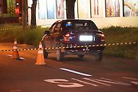 PIRACICABA, SP - 25.02.14 - CARRO COM BOMBA - Bandidos roubam carro, são perseguidos pela PM, são presos e deixam dentro de carro uma banana de dinamite. O GATE é chamado para retirar o artefato. ( Foto: Mauricio Bento/BRAZILPHOTOPRESS )
