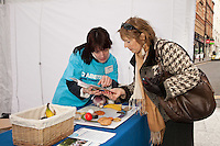 Dina from Diabetes UK discusses healthy eating with Sylvia Prince of Toton