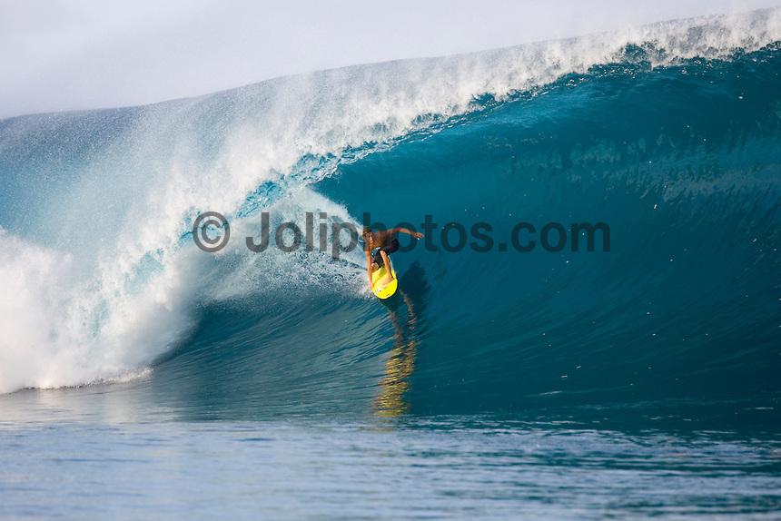 Brian Conley(USA) surfing at TEAHUPOO, Tahiti . Photo: joliphotos