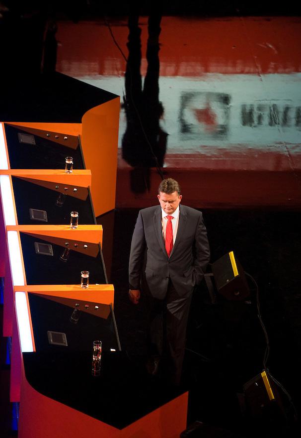 Nederland, Amsterdam,  4 sep 2012.RTL lijsttrekkersdebat in Carre..Roemer gaat naar zijn plaats na een pauze.Foto(c): Michiel Wijnbergh