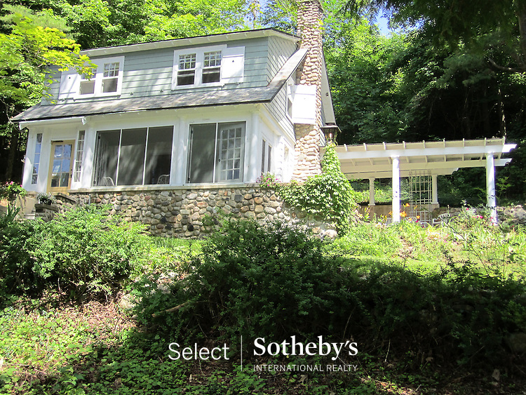 offered for sale by Select Sotheby's International Realty. [http://www.selectsothebysrealty.com] Licensed Sales Agent Zealie VanRaalte