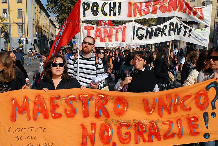 Italia, Milano, manifestazione studenti e insegnanti contro la riforma della scuola pubblica.<br /> Italy, Milan, students and teachers demonstration of protest against the school and university systems law reform.