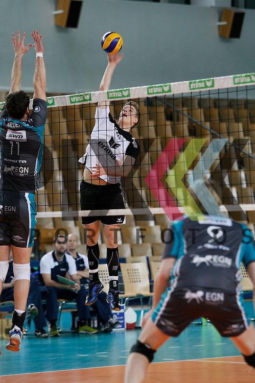 am Netz v. l. Duerens Davic Meder (Nr. 11) , Berlins Timon Schippmann (Nr. 16) <br /> <br /> 20.02.14 Volleyball, 1. Bundesliga, Maenner, Saison 2014/15, VCO Berlin - SWD Powervolleys Dueren<br /> <br /> <br /> Foto &copy; PIX *** Foto ist honorarpflichtig! *** Auf Anfrage in hoeherer Qualitaet/Aufloesung. Belegexemplar erbeten. Veroeffentlichung ausschliesslich fuer journalistisch-publizistische Zwecke. For editorial use only.