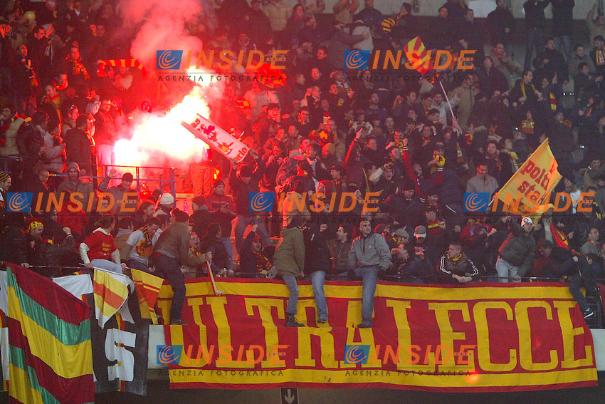 Verona 7/2/2004<br /> CHIEVO LECCE 2-3<br /> tifosi del Lecce<br /> Foto Andrea Staccioli Insidefoto
