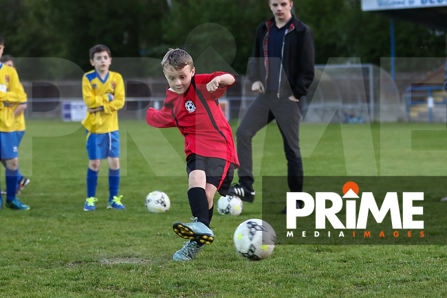 Match action from the Bedfordshire Football Association U18 Saturday Youth Challenge Cup Final between Harlington Juniors and Ampthill Town at Bedford Town Football Club, Bedford, England on 6 May 2016. Photo by David Horn/PRiME Media Images.